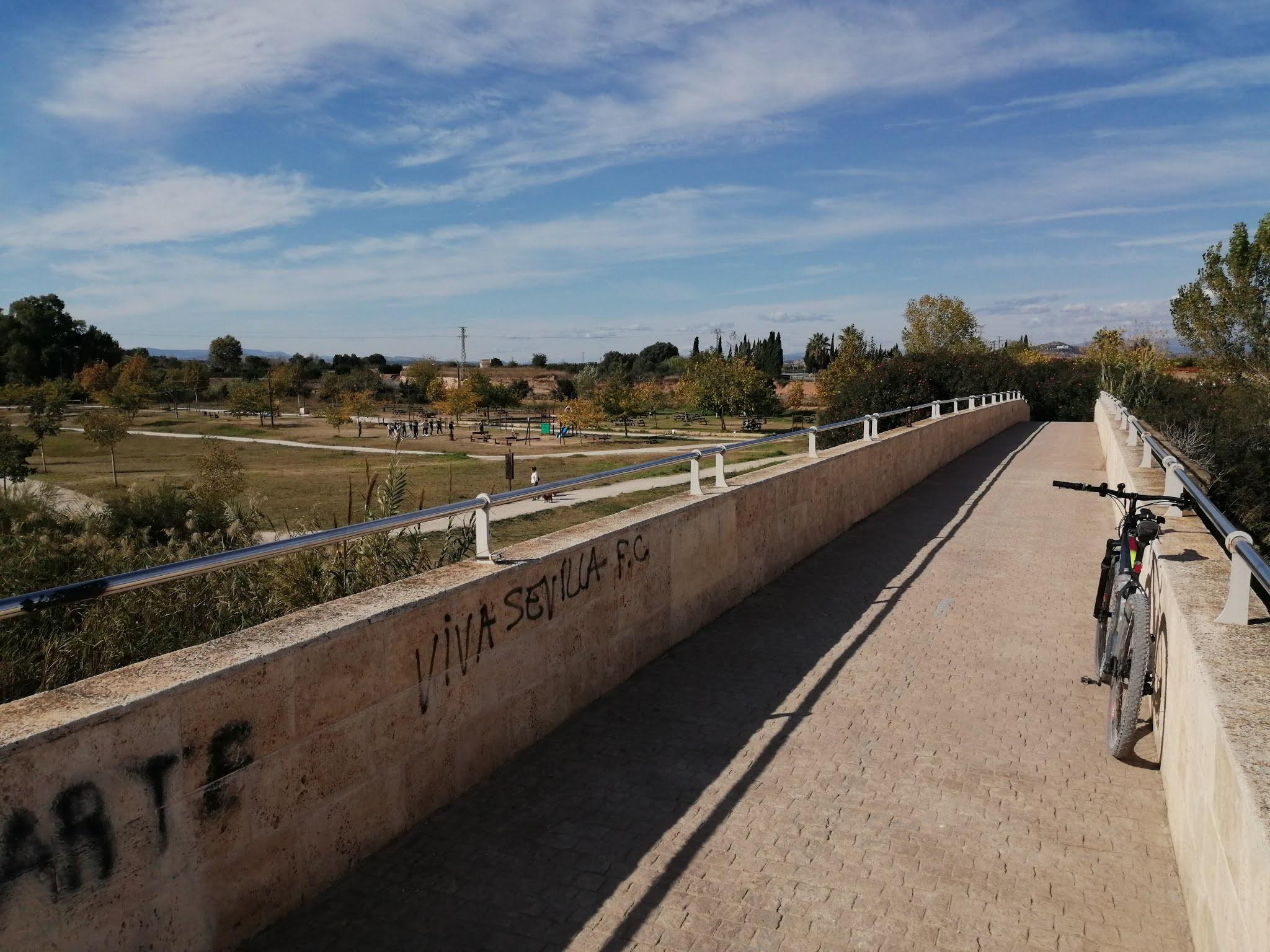 Rest area in Ribarroja del Turia, Valencia