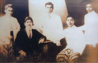 Para anggota Perhimpunan Indonesia yang kemudian mengeluarkan pernyataan politik Manifesto Politik 1925.