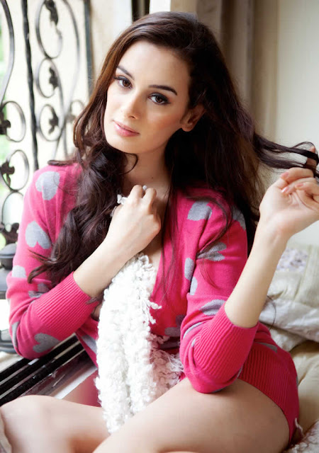 Actress Evelyn Sharma Latest Hot and Beautiful Pics Actress Trend