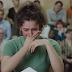 Mujer racista se hace un test de ADN y descubren sus orígenes — el resultado la hace estallar en lágrimas