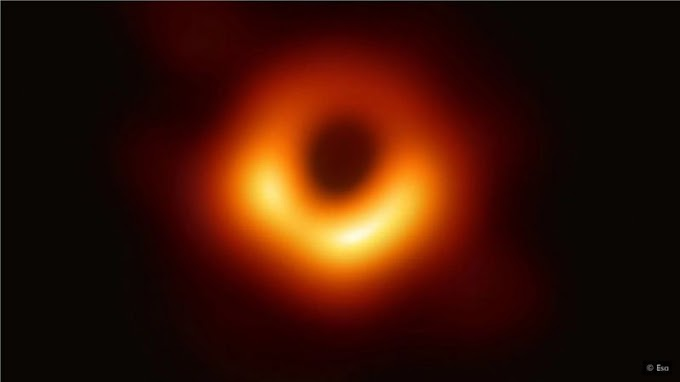 How a Moment of Silence Solved the Strange Mathematical Problems Inside Black Holes