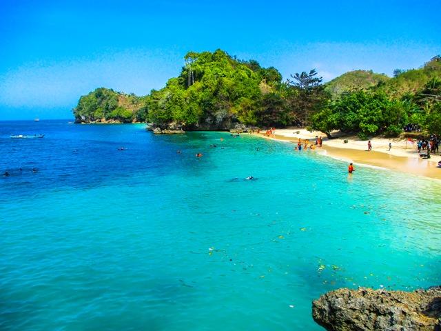Pantai 3 warna Malan Indonesia