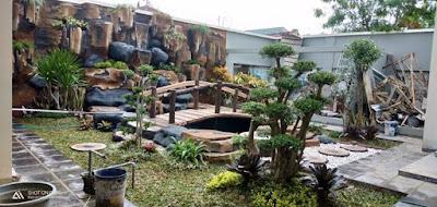 Perpaduan taman dan kolam relief