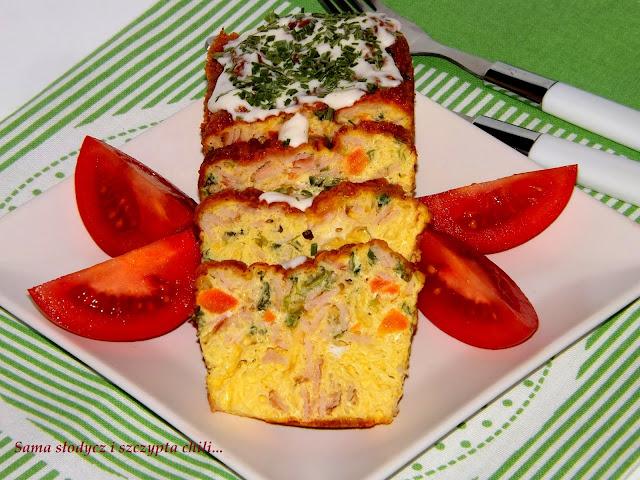Klops jajeczny z polędwicą, marchewką i szczypiorkiem.