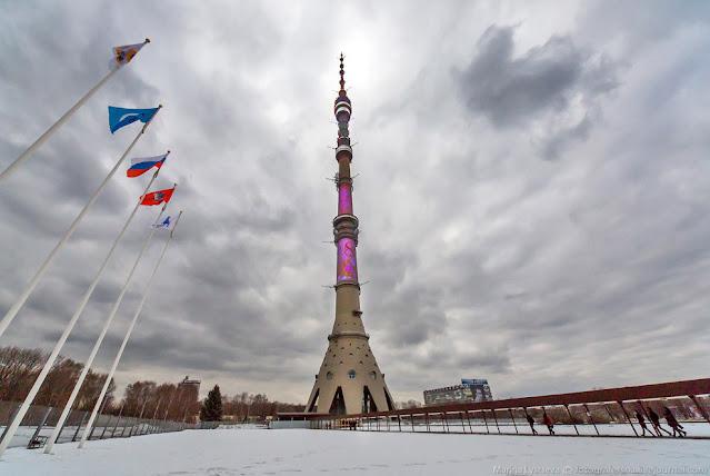Вид на Останкинскую телебашню со стороны туристического офиса - Фотография Марины Лысцевой (loveopium.ru)