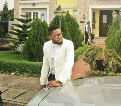 Jason Amusa, the manager of singer Olu Maintain was robbed in Lekki.(vedios)