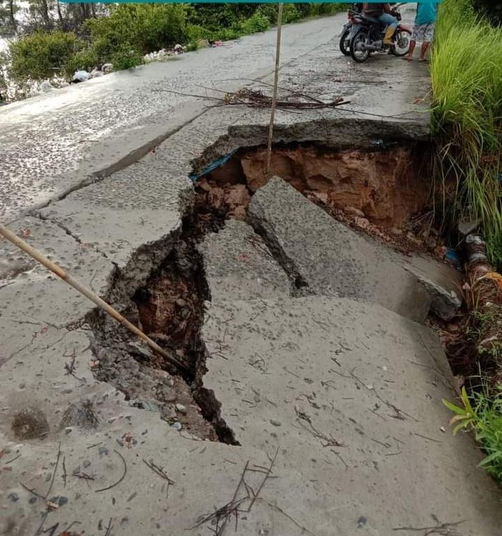 Akibat Hujan Deras, Jalan Penghubung Dua Kecamatan Di PALI Nyaris Putus