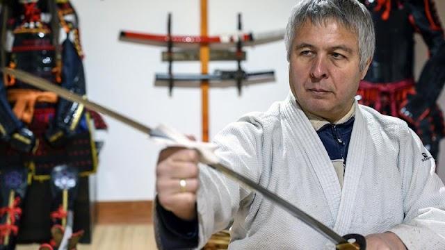 Magyar kardkovács csodájára járnak a japán turisták: több milliót is érhetnek az 500 évvel ezelőtti technikával készült szamurájkardok