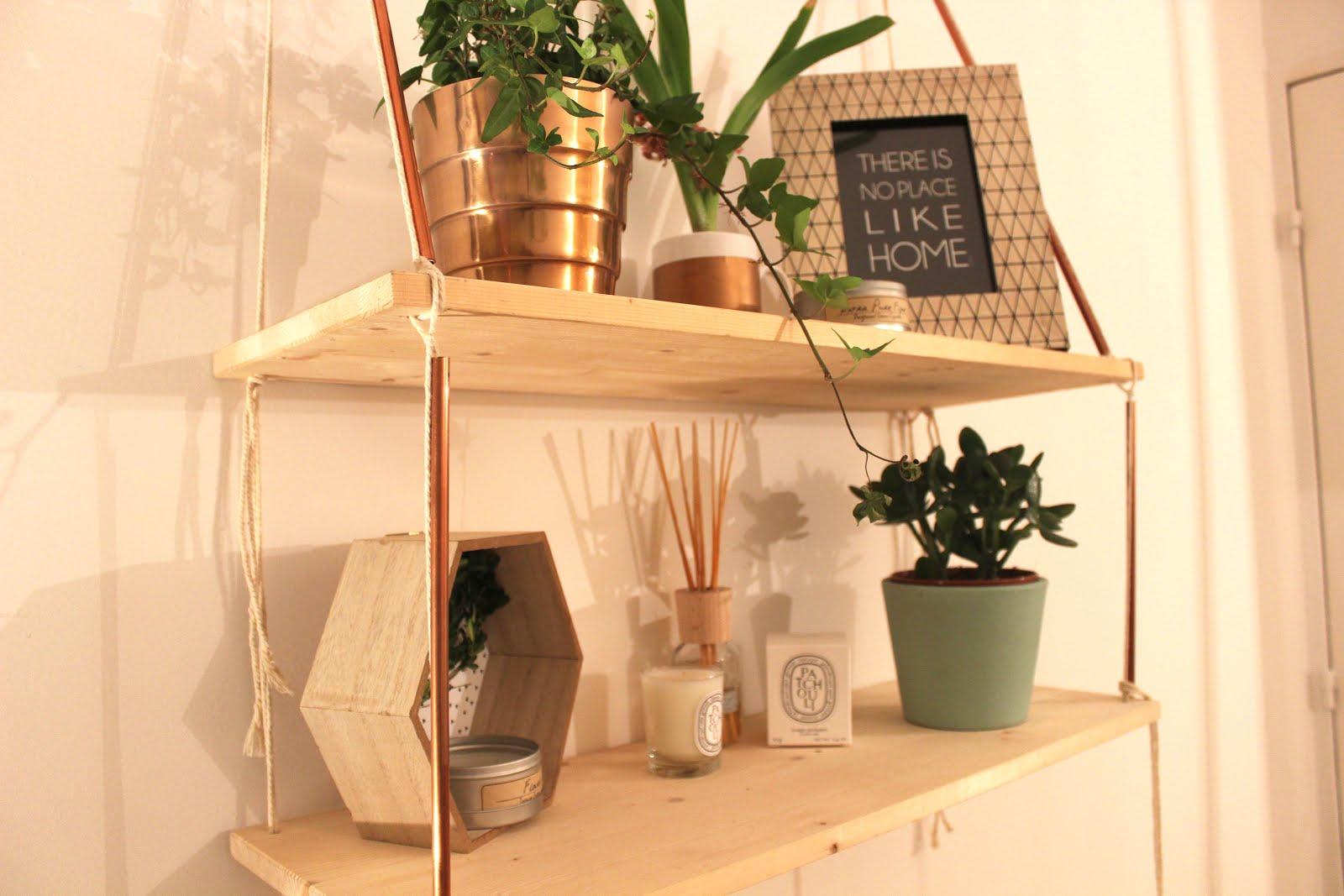 diy deco d fi 5 une tag re suspendue pour moins de 10 trop chic pas cher. Black Bedroom Furniture Sets. Home Design Ideas