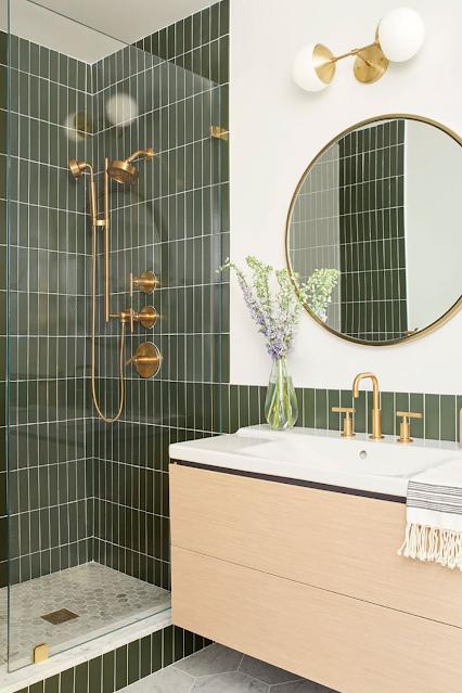 banheiro sob medida moderno verde com espelho redondo