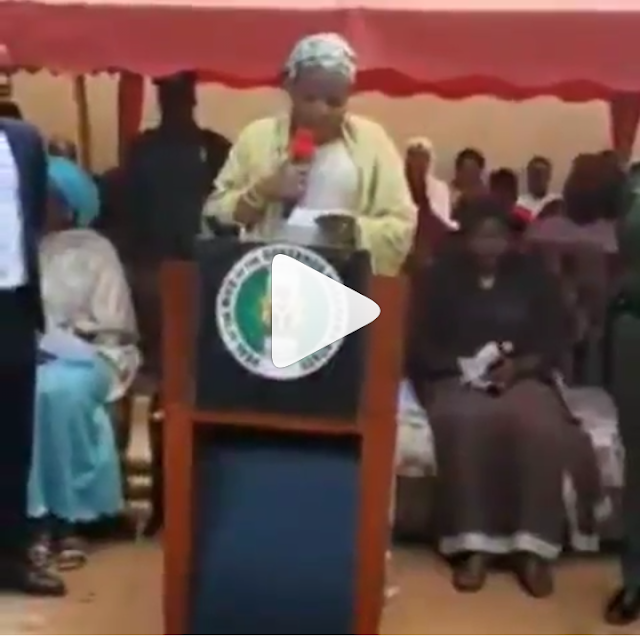 VIDEO :Nasarawa First Lady find it difficult to read her speech during her husband flag off ceremony.
