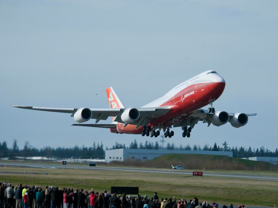 Boeing 747-8 take-off