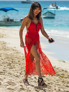 Lizzie-Cundy-in-red-swimsuit-on-the-beach-during-her-winter-holiday-in-Barbados.-h7id996d47.jpg