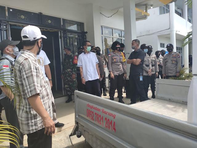 Bersama Aparat dan Penyelenggara Pemilu, Amsakar Keliling Meninjau Distribusi Logistik #BataMiliKita