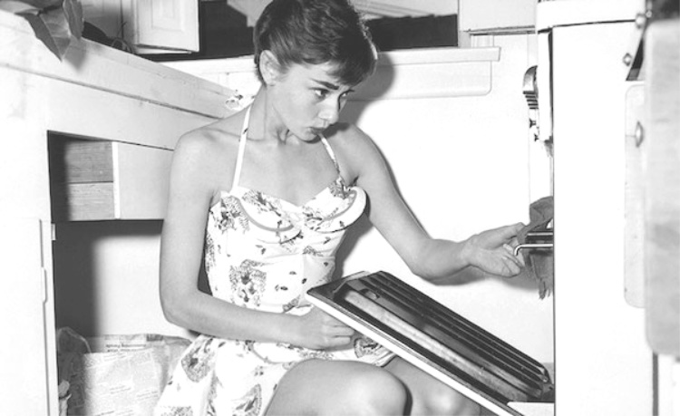 A Vintage Nerd, Vintagea Blog, Audrey Hepburn, Audrey Hepburn Recipes, Old Hollywood Lives, Old Hollywood Blog, Audrey Hepburn's Pasta, Old Recipes