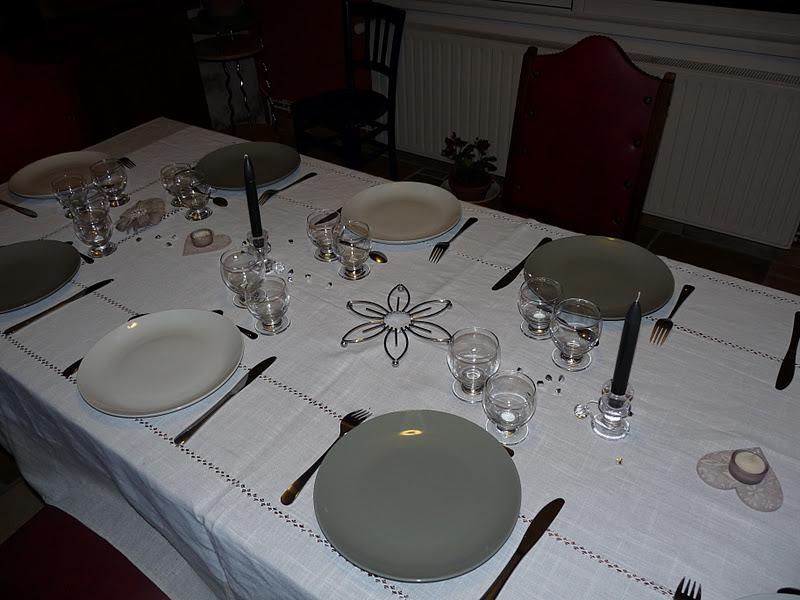 ma table grise et blanche le blog de passion cuisine et deco. Black Bedroom Furniture Sets. Home Design Ideas