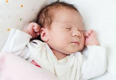 Cara Menyembuhkan Cegukan Pada Bayi