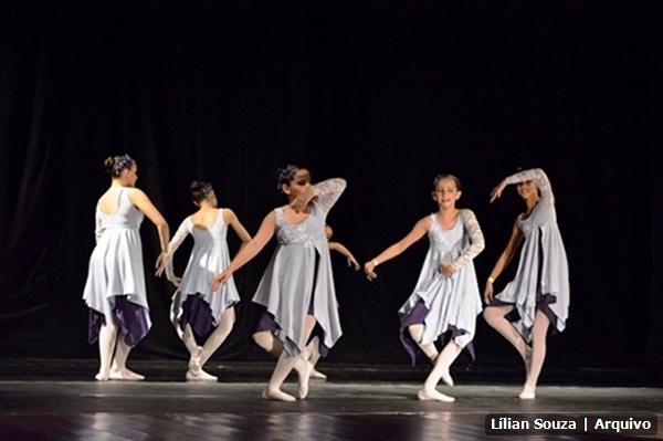 Alunos da Escola de Artes de São Pedro da Aldeia participam de festival de dança no Rio de Janeiro