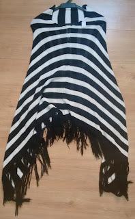 poncho em tricot listrado
