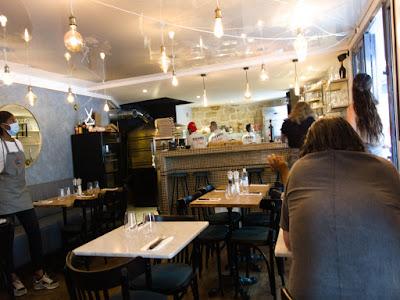 Intérieur pizzeria Peppe Paris 20 ème blog Délices à Paris.