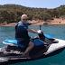 Επέστρεψαν οι «Εικόνες»: Ο Τάσος Δούσης μας ξεναγεί στην παραλία «διαμάντι» των Σπετσών (video)