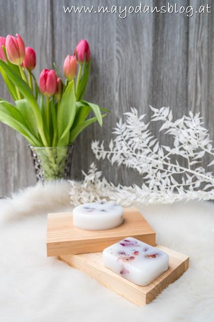 Duftriegel aus Wachs mit Trockenblumen