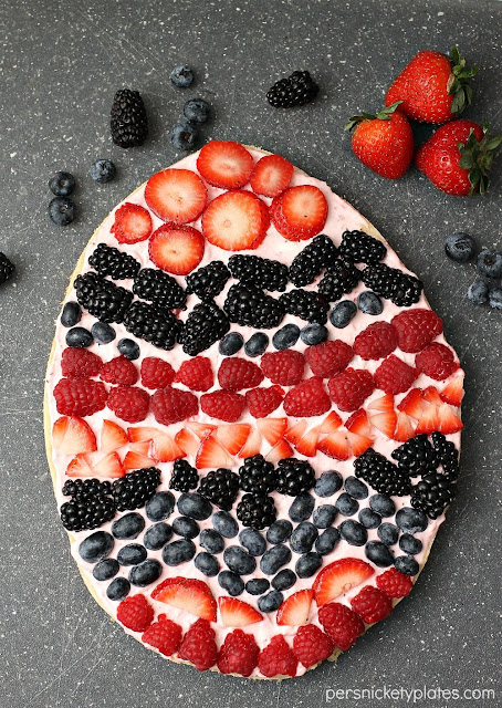 Easter Egg Fruit Pizza | Image courtesy of Persnickety Plates