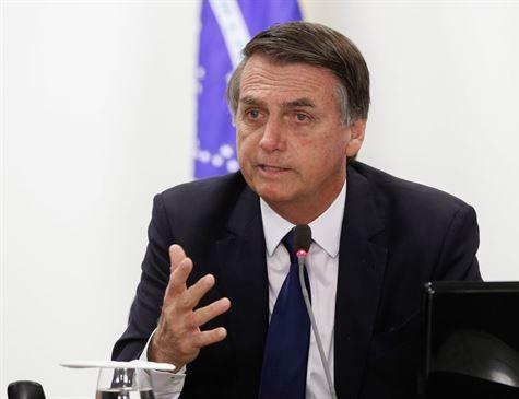 Bolsonaro deve flexibilizar posse de armas nesta terça