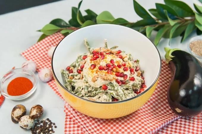 Салат из стручковой фасоли с соусом в стиле сациви