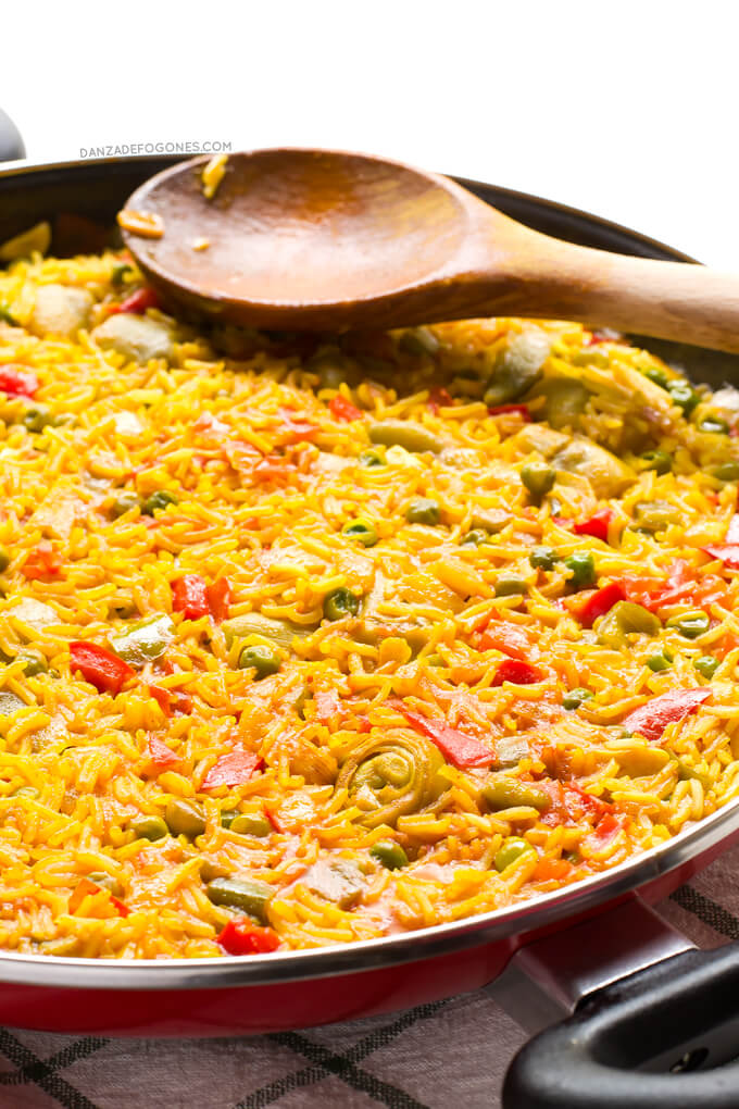 Vegan Paella. Paella is one of the most typical dishes of Spanish gastronomy. This paella is vegan and is healthier, lighter and cheaper than the traditional one | danceofstoves.com #DanceofStoves #vegan #withoutgluten