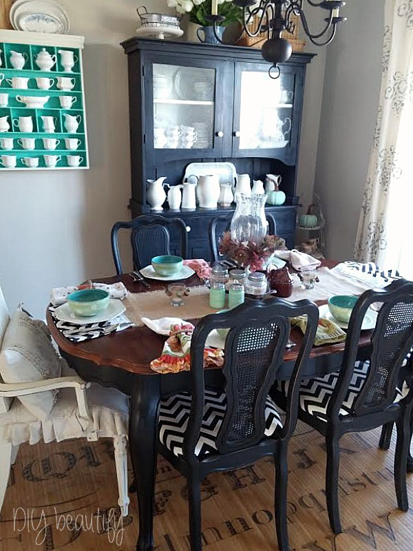 Eclectic Thanksgiving table at www.diybeautify.com