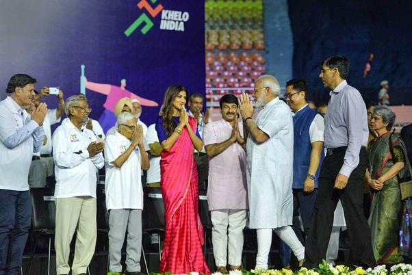 पीएम मोदी ने की फिट इंडिया मूवमेंट की शुरुआत, बोले- स्वार्थ से स्वास्थ्य की ओर जाना है...