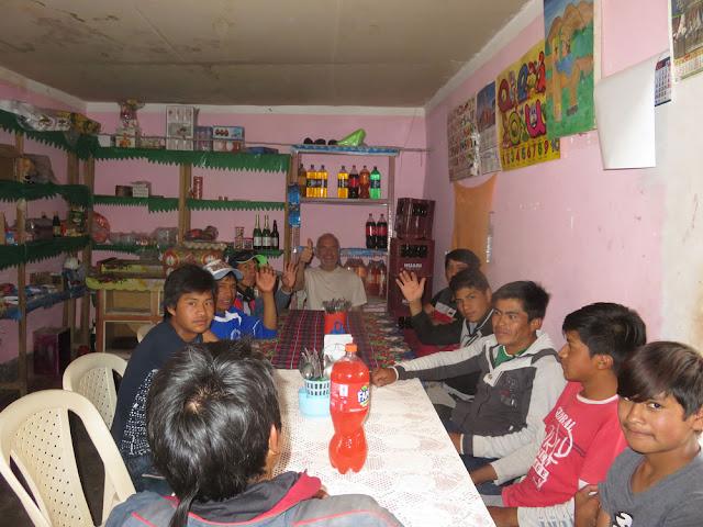 In Esmoraca zurück lud ich die jungen Arbeiter dann zum Mittagessen ein.