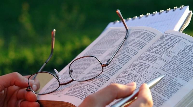 Por que, para algumas pessoas, é tão difícil ler a bíblia?