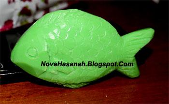 langkah-langkah cara membuat ukiran dari bahan sabun mandi batangan berbentuk ikan 10