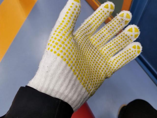 バッティングセンターで貸し出された手袋の画像