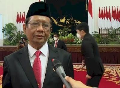 Rocky: Mahfud MD Mungkin Jadi Menteri Pertama yang Kena Reshuffle