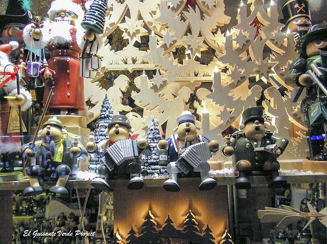 Típicas figuras de madera, Mercados de Navidad de Colonia por El Guisante Verde Project