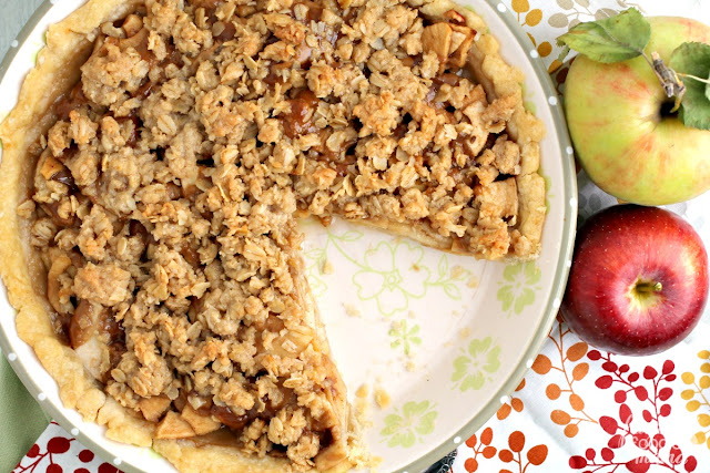 Tender apples, cinnamon, & gooey cookie butter come together perfectly in a flaky crust with a crunchy oat topping in this Apple Biscoff Crumb Pie.