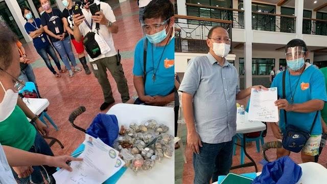 Stroke patient, ibinigay ang P12,390 na naipon sa panlilimos para sa mga biktima ng pananalasa ng bagyong Ulysses