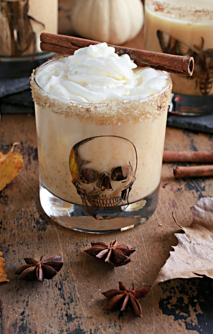 Recipe for a bourbon cocktail flavored with pumpkin puree, coffee liqueur, cinnamon and milk.