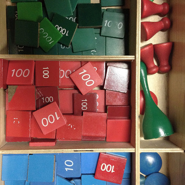 Need guidance and help in organizing your Montessori math lessons?