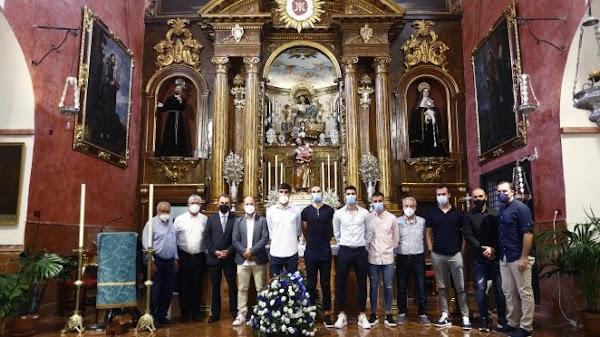 Málaga, ofrenda íntima y familiar en la Divina Pastora