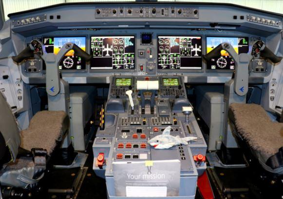 Embraer E190-E2 cockpit