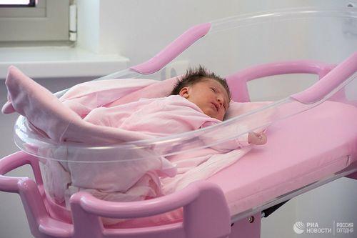 Пять семнадцатилетних россиянок родили в прошлом году по пятому ребёнку