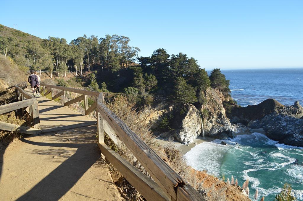 Прогулка по Парку Джулии Пфайффер Бернс в Калифорния