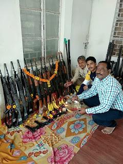 पुलिस ने पूजे शस्त्र, शस्त्रों से होती है आमजन की रक्षा