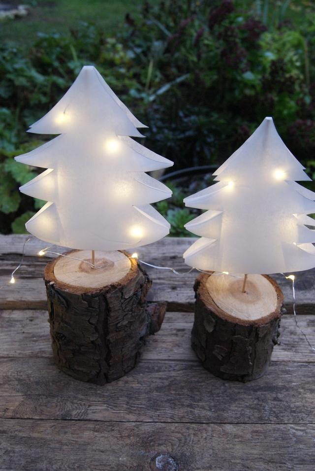DIY Weihnachtsbäume aus Butterbrottüten mit Lichterkette