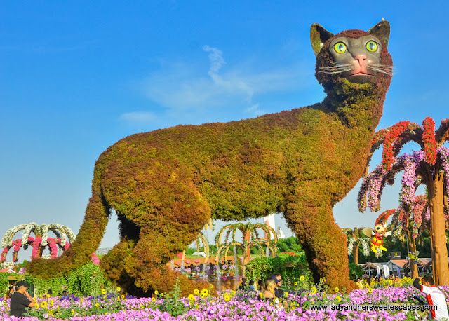 giant cat in Dubai Miracle Garden