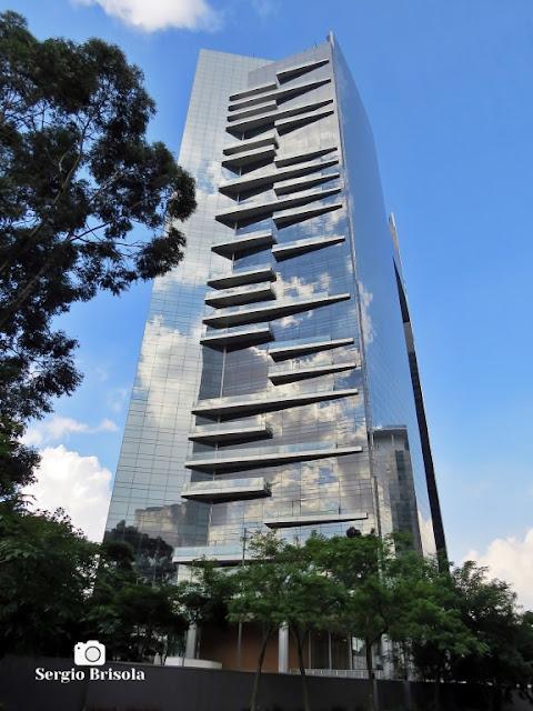 Vista ampla lateral do Edifício WTorre Morumbi, com destaque para as sacadas - Chácara Santo Antônio - São Paulo